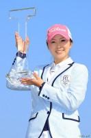 自身2度目の完全Vで通算3勝目を挙げた菊地絵理香 Tポイントレディス ゴルフトーナメント(2017)(最終日) 写真・鈴木祥
