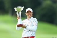 ツアー史上初の快挙で通算3勝目を飾ったO.サタヤ ゴルフ5レディス プロゴルフトーナメント(2017)(最終日) 写真・村上航
