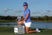 飛距離と安定感とファンサービスで、米LPGAツアー人気ナンバーワン選手となったレキシー・トンプソン 写真・Getty Images