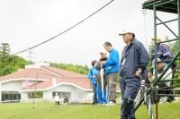 ステップ・アップ・ツアー「静ヒルズレディース 森ビルカップ」で、トミーアカデミーの教え子たちのプレーを見守る中嶋