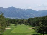 1番ホールからは富士五湖の一つ、河口湖を望むことができる