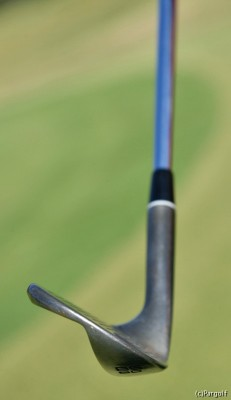 ヘッドの操作性にも優れ、打球の打ち分けも自在。AWも同タイプのロフト角52度を使用する