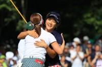 攻めのゴルフを貫いた成田美寿々 地元・千葉で節目の勝利を挙げた アース・モンダミンカップ (2018)(最終日) 写真・米山聡明